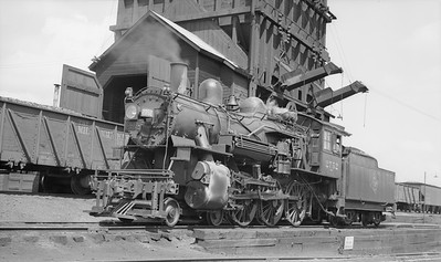 2018.15.L.6966--ed wilkommen pc neg--CMStP&P--steam locomotive 4-6-0 G6s 2752--location unknown--1938 0615