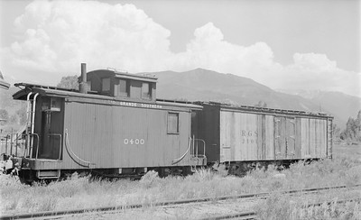 2018.15.N49H.1757--ed wilkommen 116 neg--RGS--caboose and reefer--Ridgeway CO--1956 0626