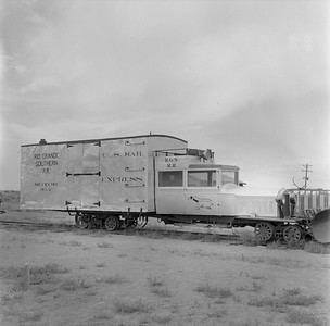 2018.15.N49K.5937--ed wilkommen 120 neg--RGS--goose motorcar 2 on display--Alamosa CO--no date