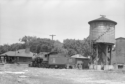 2018.15.N64.2549--ed wilkommen 6x9 neg--A&W--steam locomotive 2-8-0 351 depot scene--Sturgeon Bay WI--1952 0712