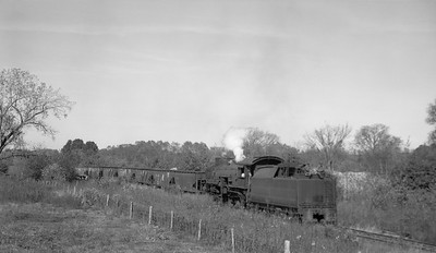 2018.15.N64.2555E--ed wilkommen 116 neg--Bevier & Southern--steam locomotive 2-8-2 4943 (leased from CB&Q) with empties--near Bevier MO--no date