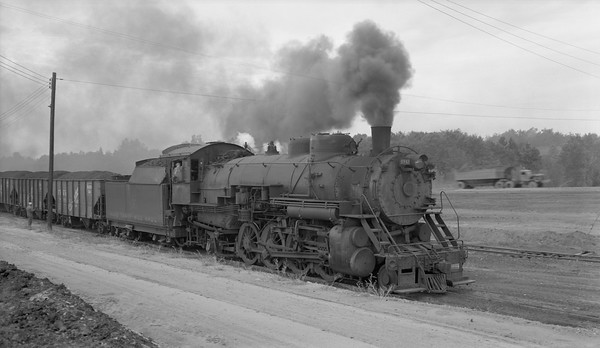 2018.15.N64.2555M--ed wilkommen 116 neg--Bevier & Southern--steam locomotive 2-8-2 4943 (leased from CB&Q) with coal loads--Bevier MO--no date