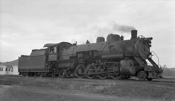 2018.15.N64.2555L--ed wilkommen 116 neg--Bevier & Southern--steam locomotive 2-8-2 4943 (leased from CB&Q)--Bevier MO--no date