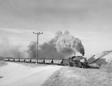 2018.15.N64.2701--ed wilkommen 3x4 neg--Galesburg & Great Eastern--steam locomotive 2-8-0 4 pulling coal loads action--near Victoria IL--no date