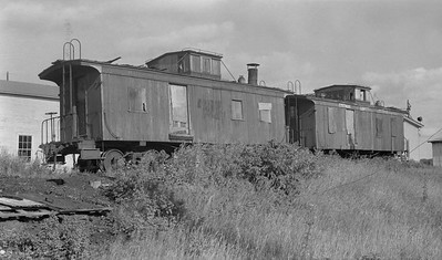 2018.15.N64L.8227C--ed wilkommen 116 neg--Goodman Lumber Co--wooden cabooses (ex-DSS&A 555 left 551 right)--Goodman WI--c1955 0000