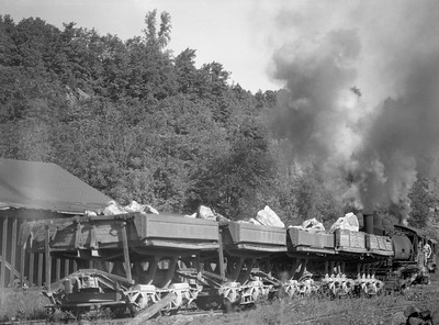 2018.15.N64.3006F--ed wilkommen 3x4 neg--Trap Rock Quarry--steam locomotive 0-4-0T with loaded cars action--Dresser WI--no date
