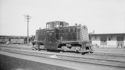 2018.15.N92.7017--ed wilkommen 116 neg--SOO--GE center-cab diesel locomotive 330--Minot ND--1947 0920