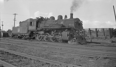 2018.15.N92.7024--ed wilkommen 116 neg--SOO--steam locomotive 2-8-0 F-8 442--Ladysmith WI--1946 0722