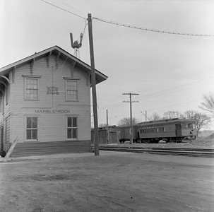2018.15.N99G.8828--ed wilkommen 120 neg--Charles City Western--electric combine 50 on fantrip at depot--Marble Rock IA--c1956