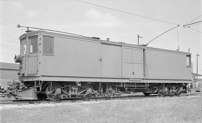 2018 15 N64 2573--ed wilkommen 116 neg--Charles City Western--electric freight motor 302--Charles City IA--1957 0414