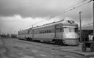2018.15.N64.2725O--ed wilkommen 6x9 neg--IT--electric streamliner interurban 302 at passenger station--location unknown--no date