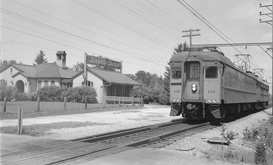 2018.15.N64.2957--ed wilkommen 116 neg--CSS&SB--electric interurban 105 train at station--Beverly Shores IN--no date