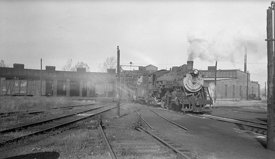 2018.15.N69.7490--ed wilkommen 116 neg--CB&Q--steam locomotive 4-6-2 S-2-A 2905 (last Pacific in service) excersing bearings of another engine--Beardstown IL--no date
