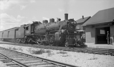 2018.15.N92A.7103--ed wilkommen 116 neg--DSS&A--steam locomotive 4-6-2 H-2 555 on passenger train--Marquette MI--no date