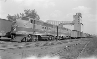 2018.15.N71.5574B--ed wilkommen 116 neg--GN--diesel locomotive EMD 256 on freight train--Minneapolis MN--1946 0216