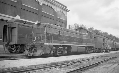 2018.15.N71.5574A--ed wilkommen 116 neg--GN--diesel locomotive EMD switcher 180 on passenger train--Fargo ND--1946 0504