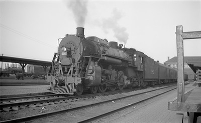 2018.15.N87.6401--ed wilkommen 116 neg--ICRR--steam locomotive 4-6-2 1182 on passenger train at station--Sioux City IA--1946 0414