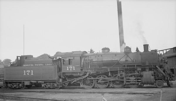 2018.15.N98A.7277--ed wilkommen 116 neg--MP--steam locomotive 2-8-0 171--Atchinson KS--1948 0906