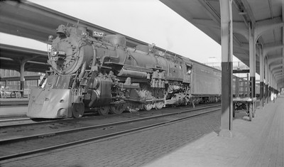 2018.15.N98A.7292--ed wilkommen 116 neg--MP--steam locomotive 4-8-2 5327 at station platform--Omaha NE--1946 0915