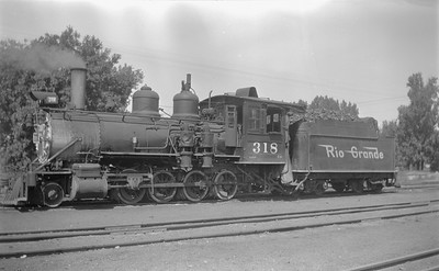 2018.15.N74A.5827A--ed wilkommen 116 neg--D&RGW narrow gauge--steam locomotive 2-8-0 C-18 318--Montrose CO--1951 0705