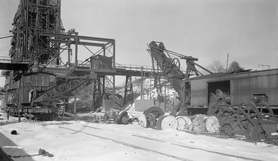 2018.15.N64.2588Y--ed wilkommen 116 neg--Consumers Company--steam crane at gravel pit scene--Cary IL--no date