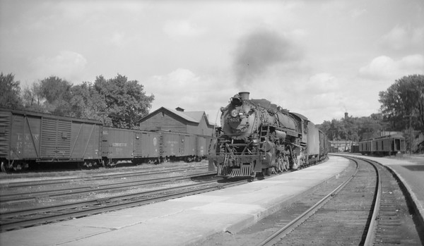 2018.15.N92.7086--ed wilkommen 116 neg--SOO--steam locomotive 4-8-2 N-20 4001 on freight train action--Waukesha WI--no date