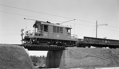 2018.15.N99G.8821--ed wilkommen 116 neg--Charles City Western--electric locomotive 303 with freight car on fantrip--near Charles City IA--no date