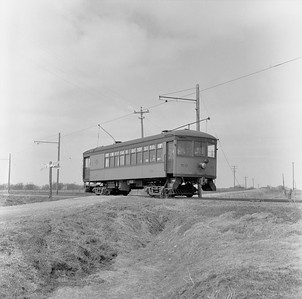 2018.15.N99G.8829--ed wilkommen 120 neg--Charles City Western--electric combine 50 on fantrip returning in countryside--near Charles City IA--c1956
