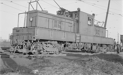 2018.15.N64.2725--ed wilkommen 116 neg--Illinois Terminal Co--electric locomotive 53--Decatur IL--1953 0221