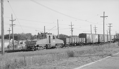 2018.15.N99B.7609--ed wilkommen 116 neg--CNS&M--electric freight locomotive 455 with freight cars--Mundelein IL--no date