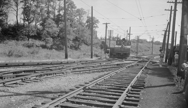 2018.15.N99B.7619--ed wilkommen 116 neg--CNS&M--electric locomotive 456 with freight cars coming off Shoreline route--North Chicago Jct IL--1955 0000