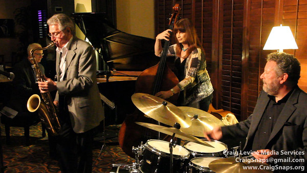 Tom Warrington, Bass; at ~4:50min Jennifer Jane Leitham, bass; Rich Eames, piano; Tom Warrington, sax; Jeff Hamilton, drums