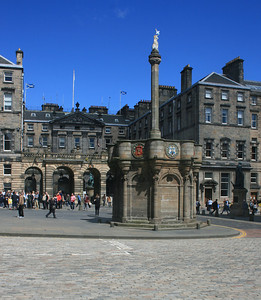 Edinburgh City Chambers and Mercat Cross, Royal Mile.