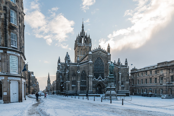 Snow on the Royal Mile at St Giles