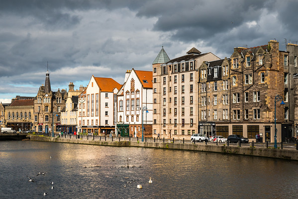 Sun on the front at the Shore, Leith