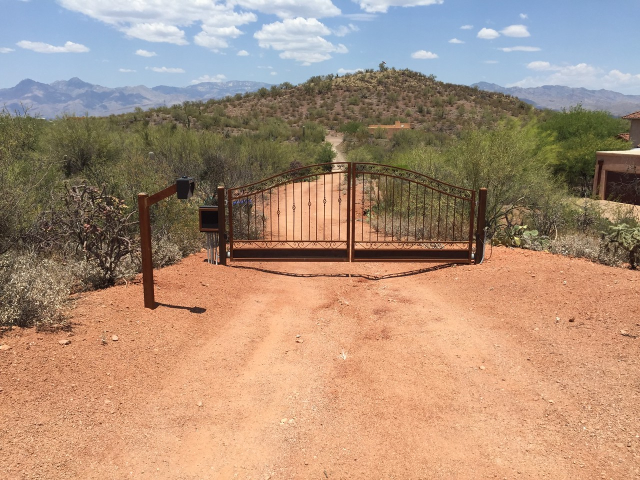 Residential Dual swing Gate with phone System & solar operator