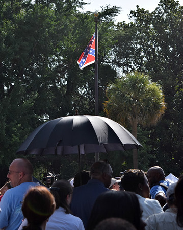 Confederate flag lowered from S.C. Statehouse ground