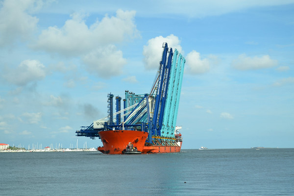 Container cranes arrive at Port of Charleston