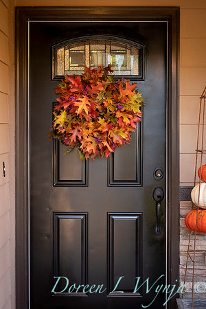 Fall wreath - front door_7386