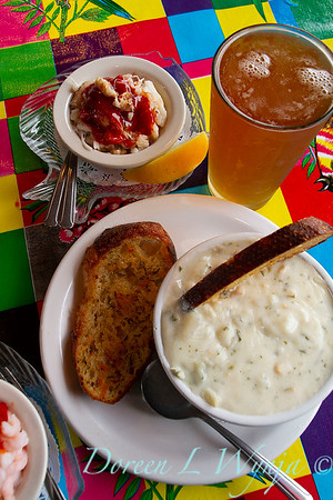 Clam chowder - bread - beer_3335