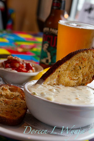 Clam chowder - bread - beer_3337