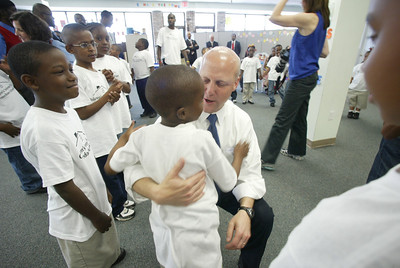 Mayor Mitch Landrieu, New Orleans, La, chats with children from the CDF Freedom School.