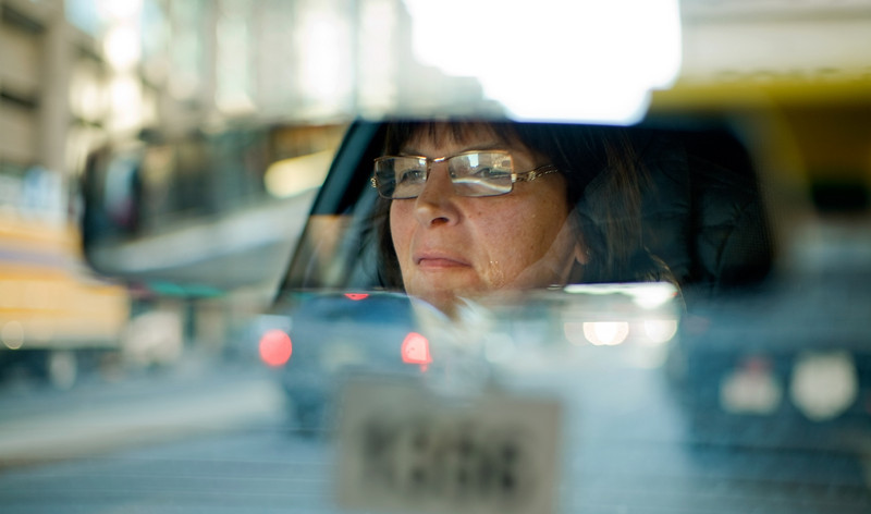 12/6/07 Boston, MA -- Louise Samson navigates her taxi through the streets of Boston and discusses Hackney rules and regulations with Boston Globe columnist Alex Beam Thursday December 6, 2007.  Erik Jacobs for the Boston Globe