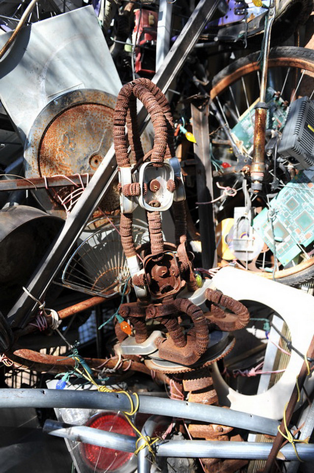Cathedral of Junk 18
