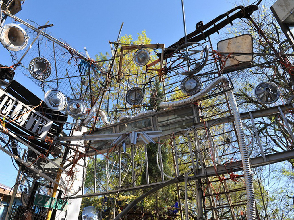 Cathedral of Junk 04