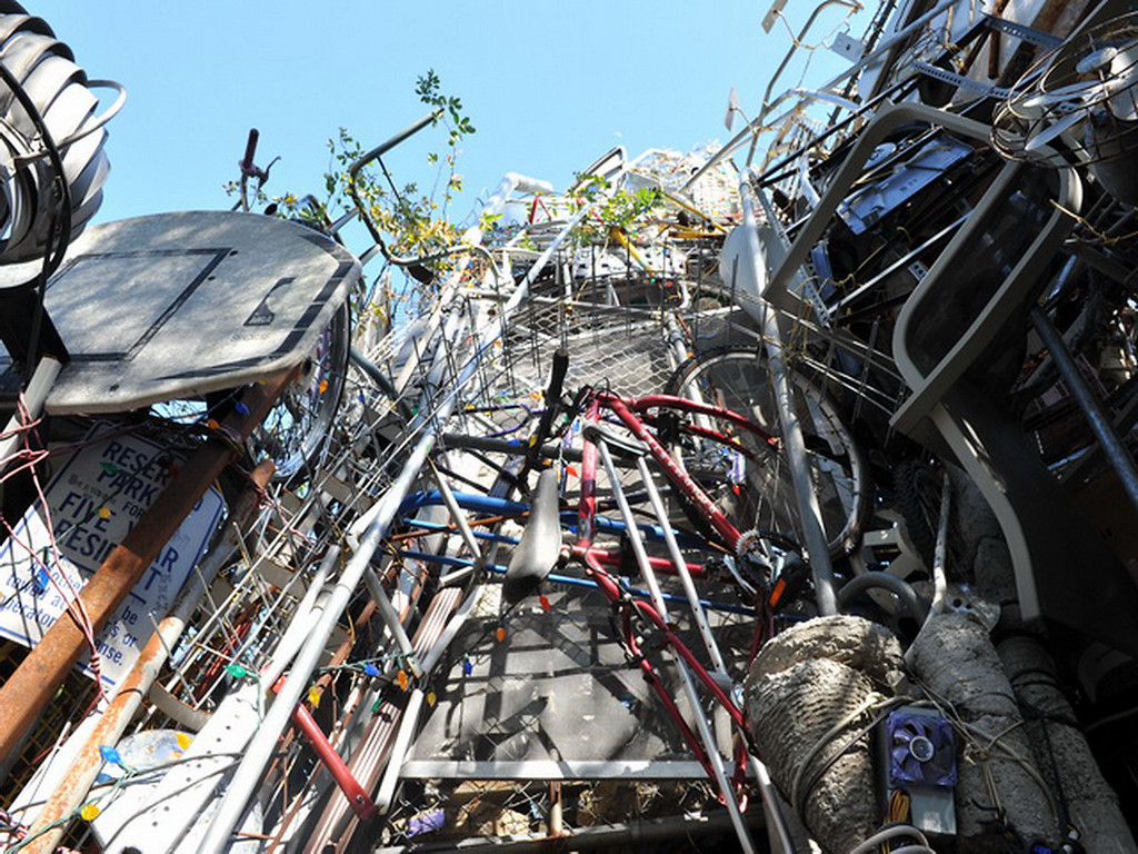 Cathedral of Junk 22