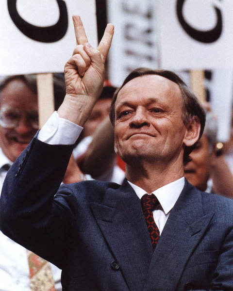 Jean Chretien makes a victory sign shortly before the results were announced at the liberal leadership convention in Calgary.  He won on the first ballot. (CP PHOTO/Fred Chartrand)