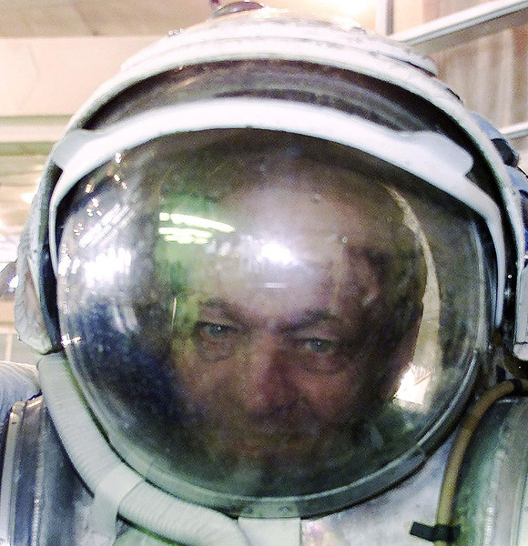 Prime Minister Jean Chretien peers through the mask and helmet of an underwater suit used for training  by astronauts for space weightlessness, at the Gagarin Russian State Scientific Research for Cosmonaut Training in Star City, Russia, Saturday, Febuary 16, 2002.  (CP PHOTO/Fred Chartrand)