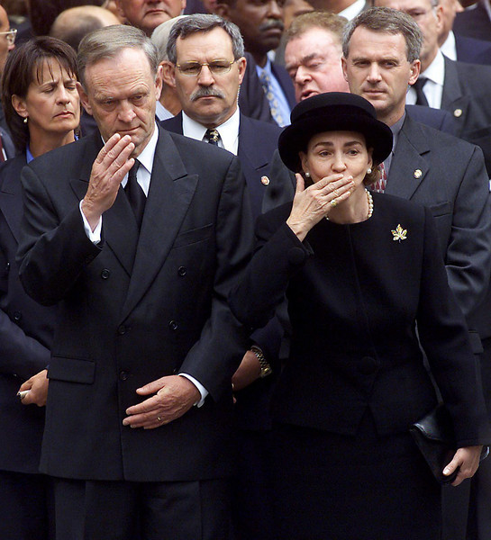 Prime Minister Jean Chretien waves good-bye while his wife Aline blows a kiss as the hearse carrying fomer prime minister Pierre Trudeau leaves Notre-Dame Basillica following the state funeral  in Montreal, Oct. 3, 2000 for a state funeral. (CP PHOTO/Fred Chartrand)