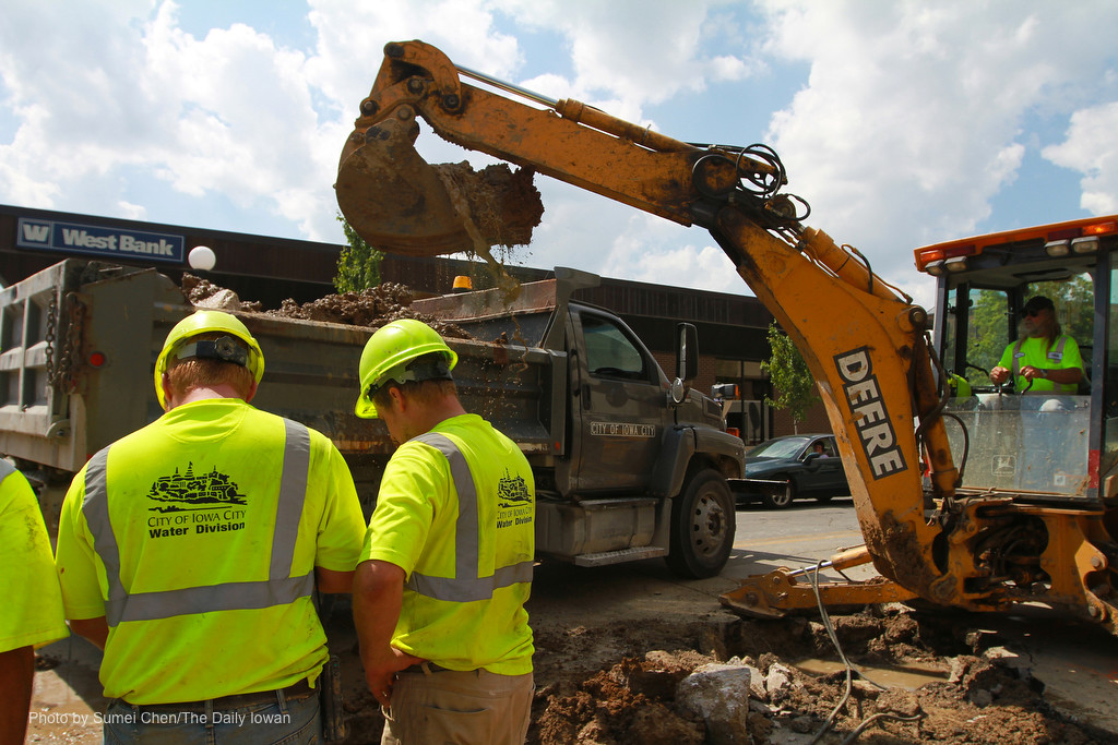 Iowa City, IA-  Workers from Iowa City Water Division try to fix a broken water main near the intersection of Burlington and Dubuque St. on Tuesday, July 17, 2012. (The Daily Iowan/Sumei Chen)